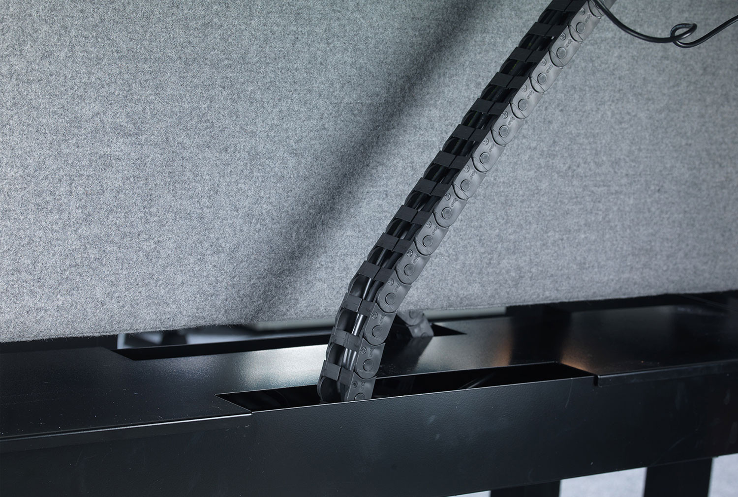 Vertical Cable Chain For Ascend Back-To-Back Desks