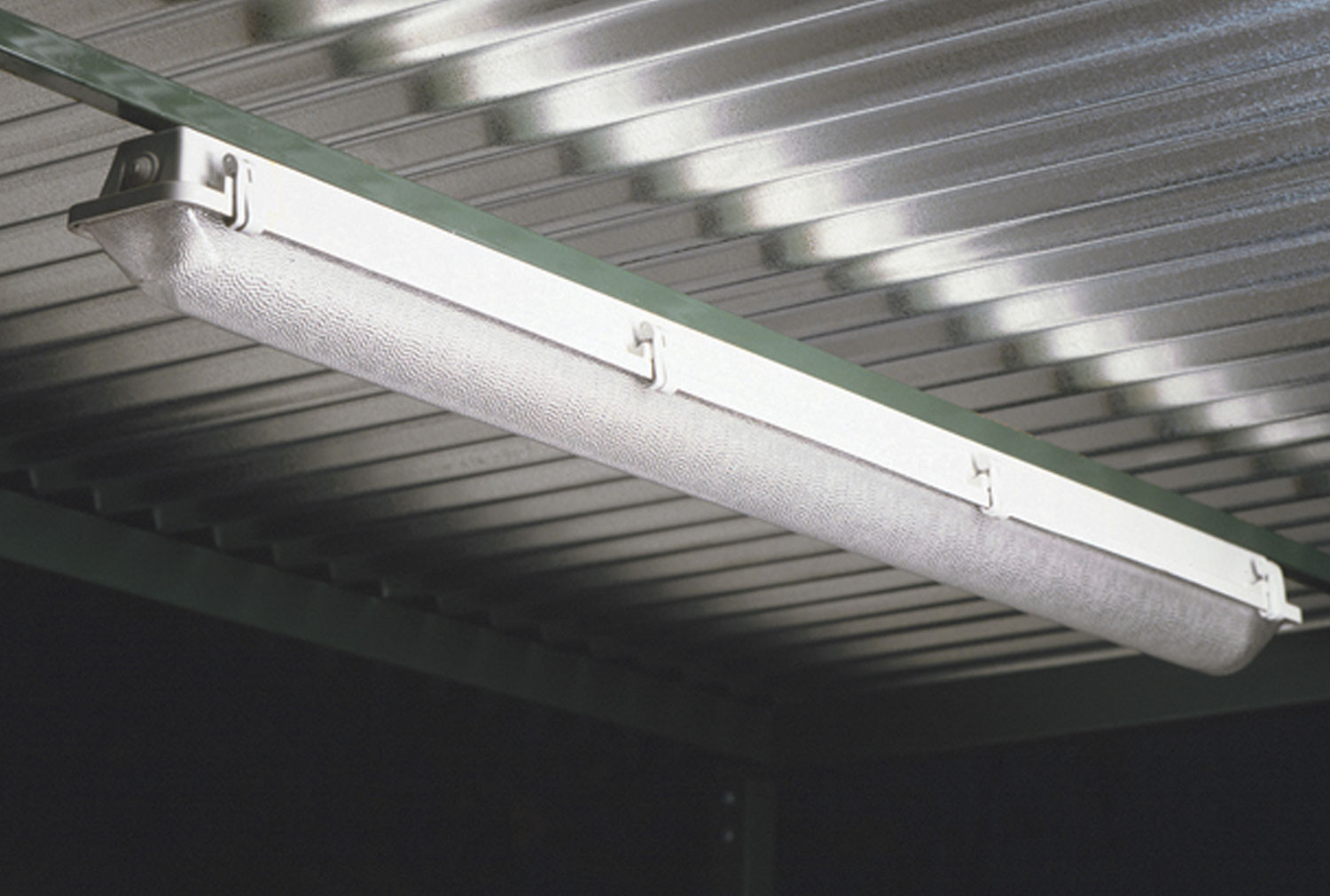 Fluorescent Light Unit For Smoking Shelters