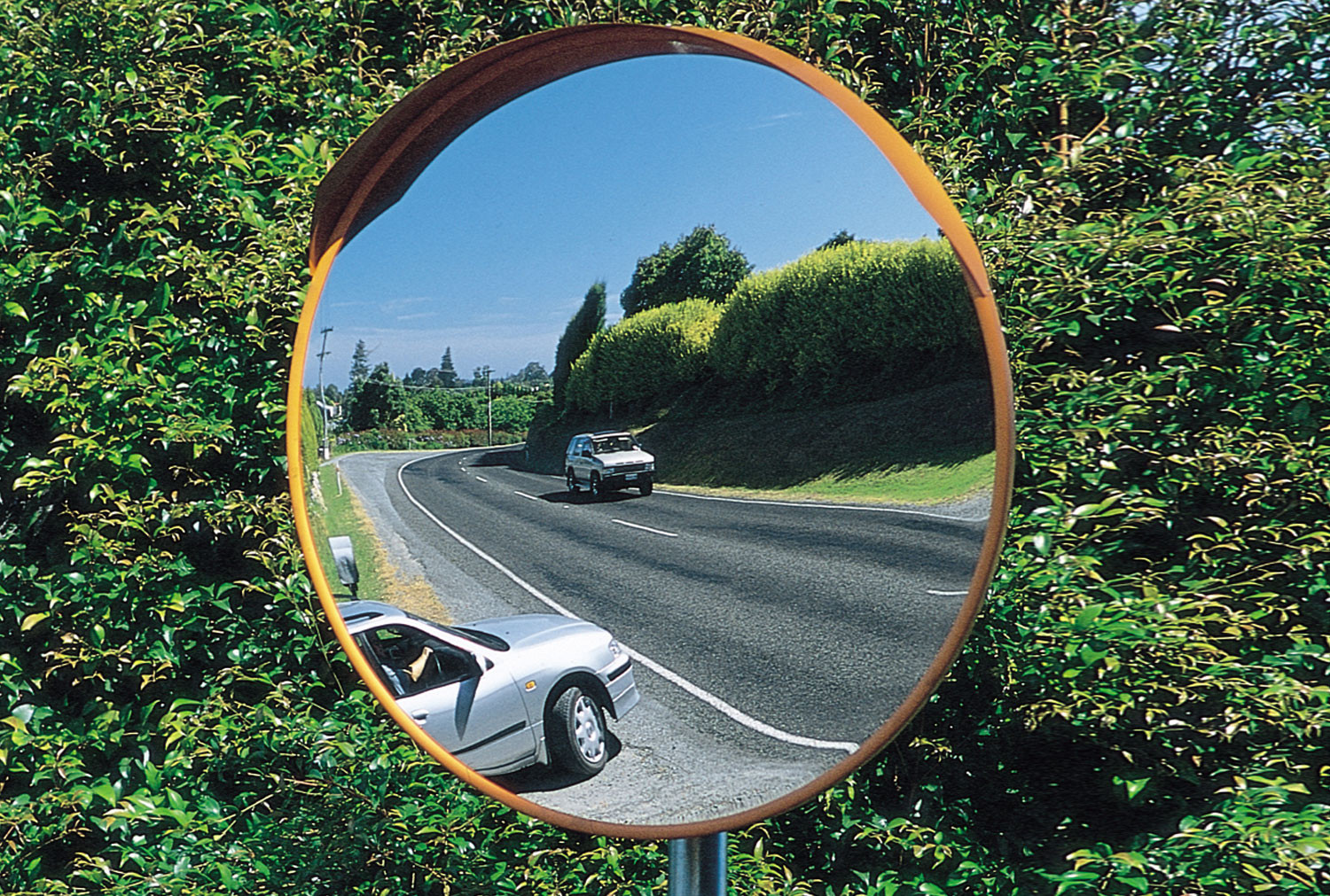 Deluxe Heavy Duty Exterior Convex Safety Mirror 600mm Dia